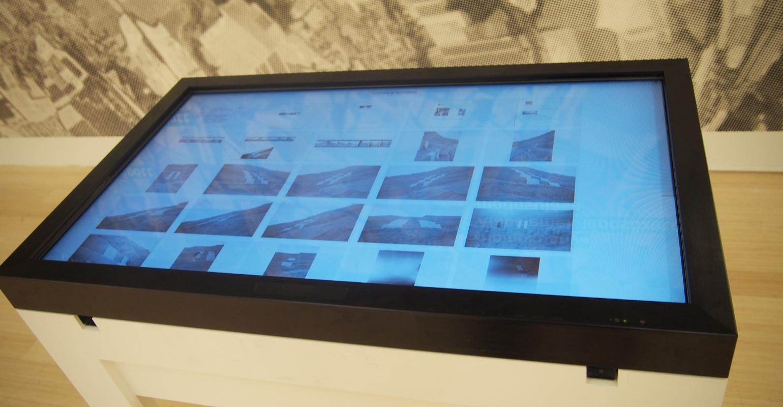 """A """"Párhuzamos Avantgárd"""" című kiállítás térképes terminál"""